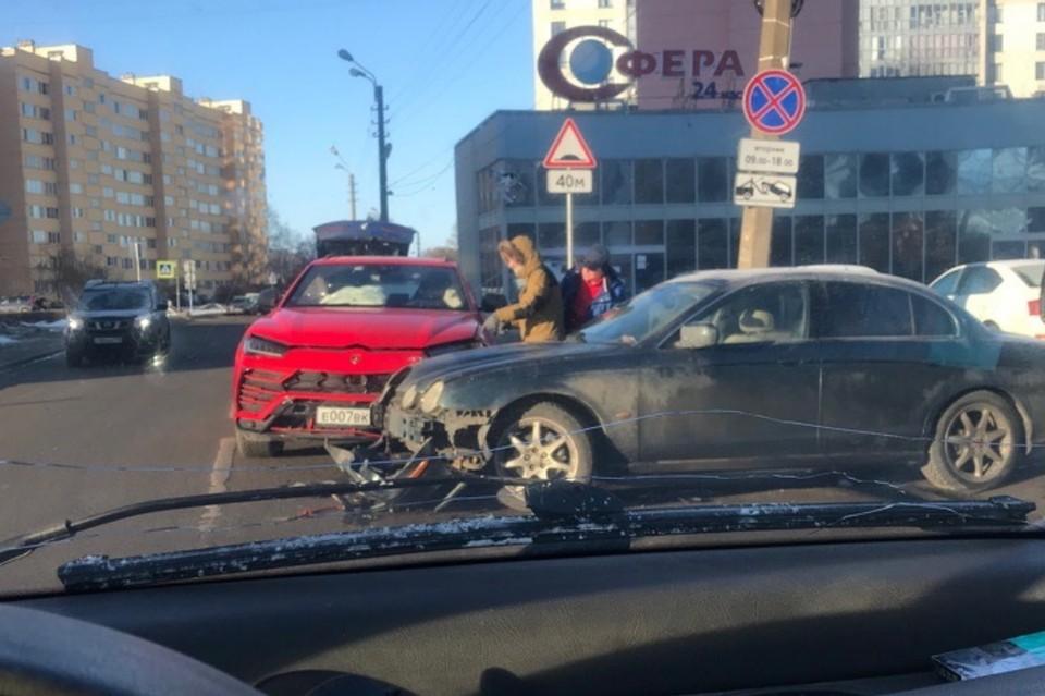 Lamborghini за 25 млн рублей разбился в ДТП в Санкт-Петербурге