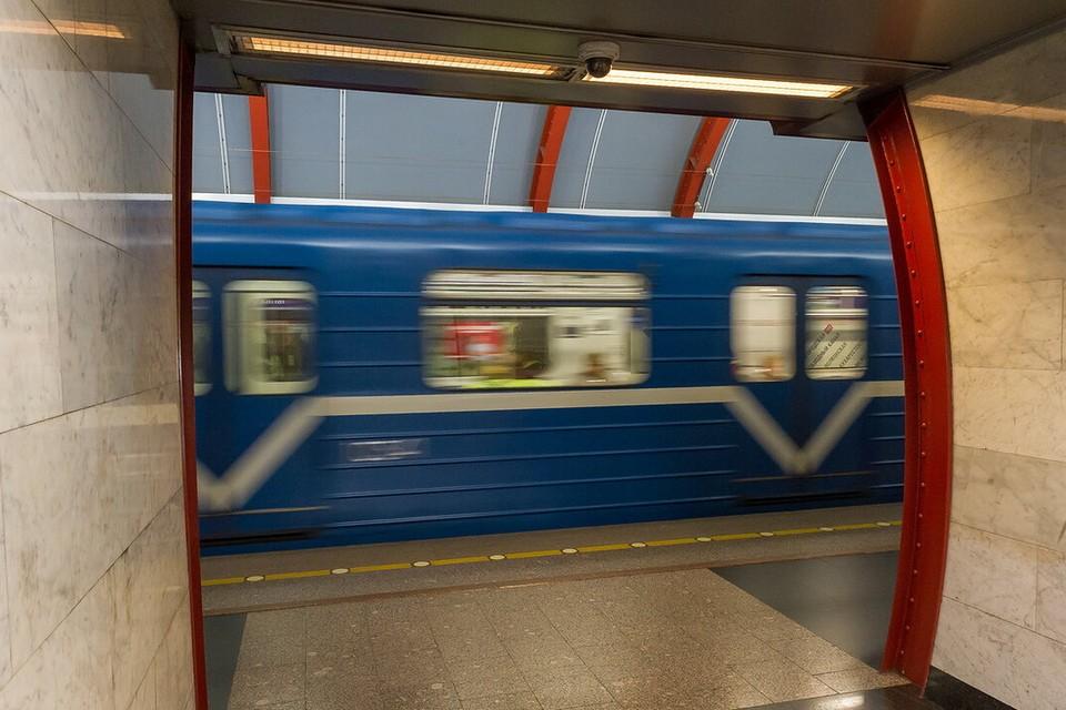 На петербуржца завели дело по статье за вандализм после его рисунка в метро, порочащую президента.