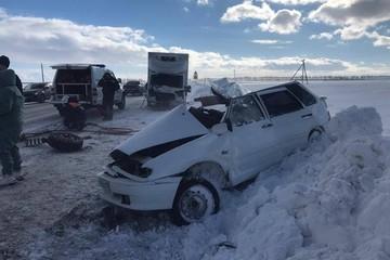 Мать и ребенок погибли в столкновении легковушки и грузовика в Татарстане