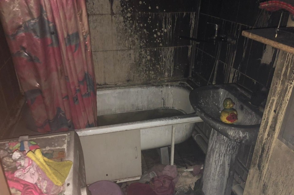 При тушении на месте пожара обнаружили тела трех маленьких детей – возраста 1, 3 и 4 года