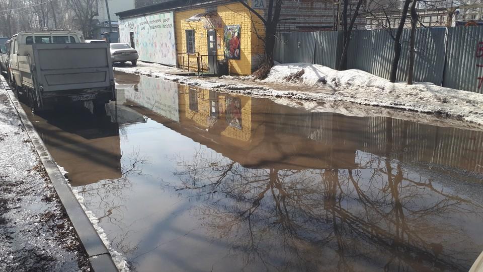 Дорогу, ведущую к краевой психиатрической больнице, размыло талыми водами