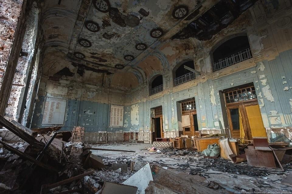 Здание реального училища - Фото: Алексей Авдейчев