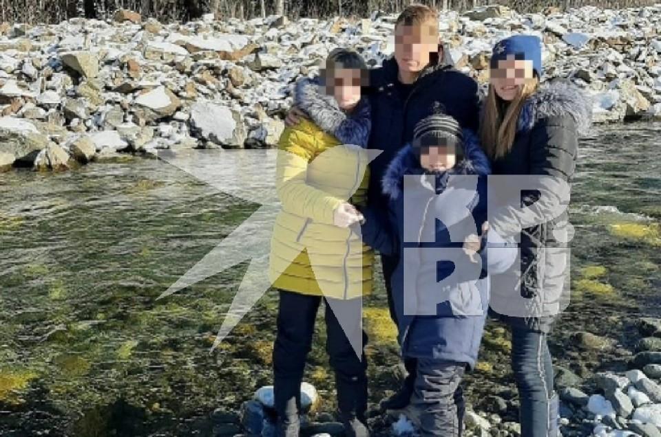 Последняя совместная фотография семьи была сделана во время прошлого отдыха. В живых осталась только девочка.