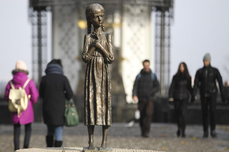 Памятник жертвам Голодомора на Украине