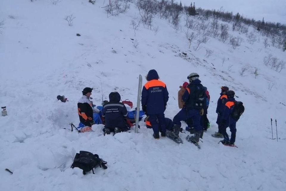 На месте трагедии работают спасатели и следователи. Фото: СУ СК РФ по Мурманской области.