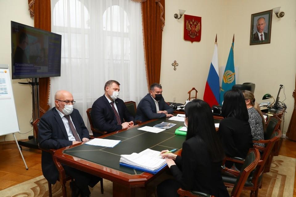 26 марта губернатор Астраханской области Игорь Бабушкин в экстренном порядке провел рабочую встречу с родителями учащихся