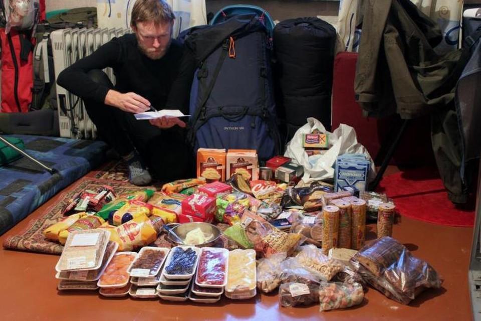 Люди запасаются продуктами на случай тотального кризиса и повышения цен. Фото: voenchel.ru