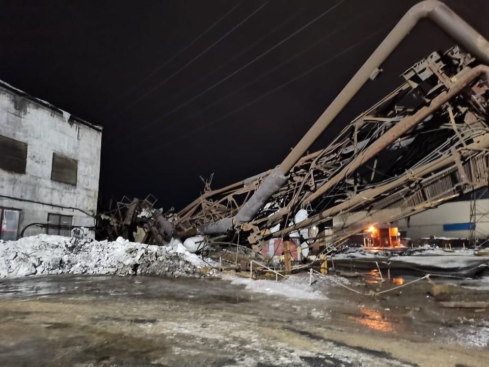 Из-за обрушения эстакады в закрытом цеху без отопления и воды остались 135 жилых домов. Фото: МЧС по Мурманской области
