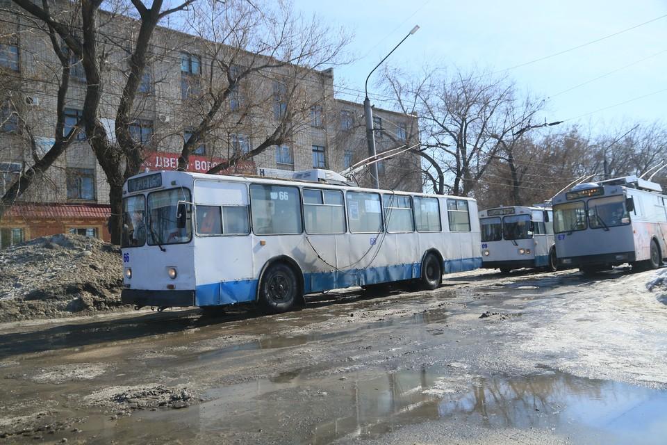 В пресс-службе горадминистрации сообщили, что начнут капитальный ремонт дорог, когда станет теплее и высохнут лужи.