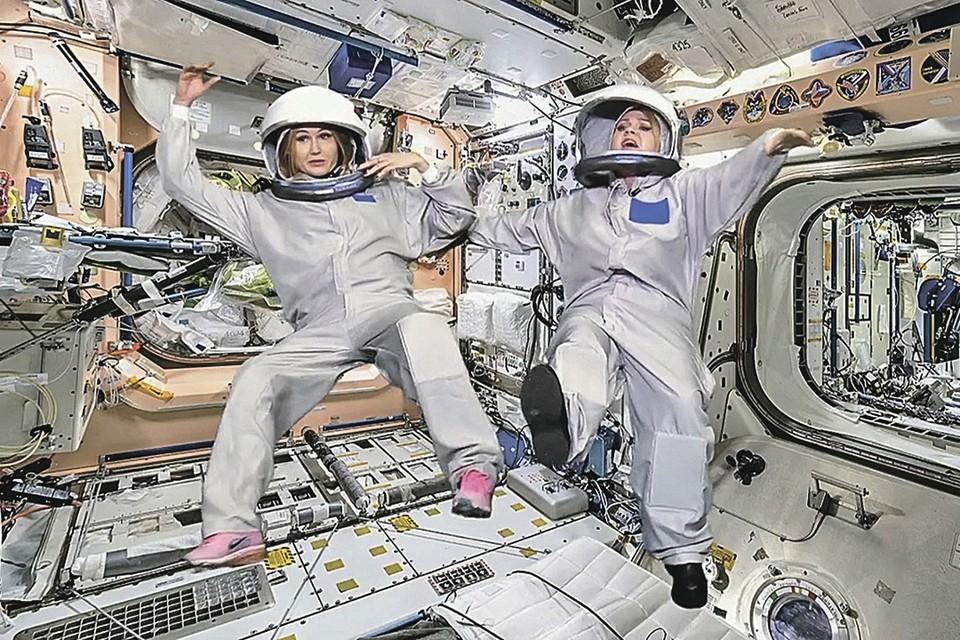 На борту МКС съемочной группе придется привыкать к условиям невесомости. Именно так это себе представляют создатели программы «Вечерний Ургант». Фото: Первый канал