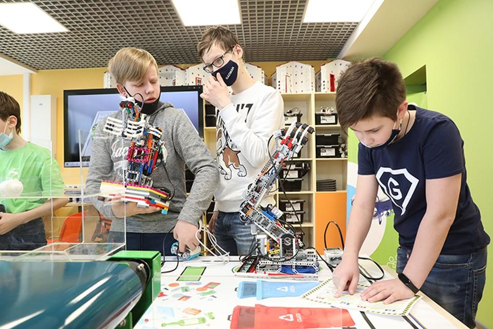 Будущее меняют дети. ФОТО: Александр Воложанин