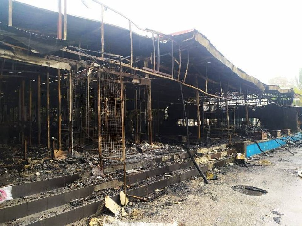 Так кафе, магазины и рестораны выглядели сразу после пожара. Фото: Сергей Бовтуненко/Facebook