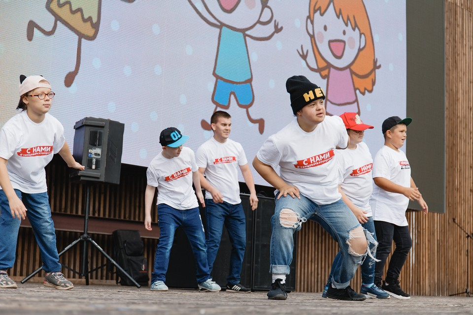 На одной сцене выступят известные музыканты и танцоры Удмуртии вместе с людьми с ограниченными возможностями здоровья со всей России