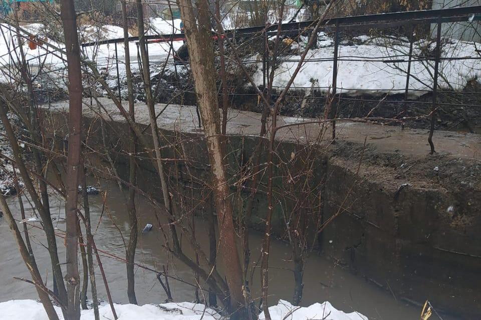 Затопленный мост через реку Старку в Нижнем Новгороде освободили от воды