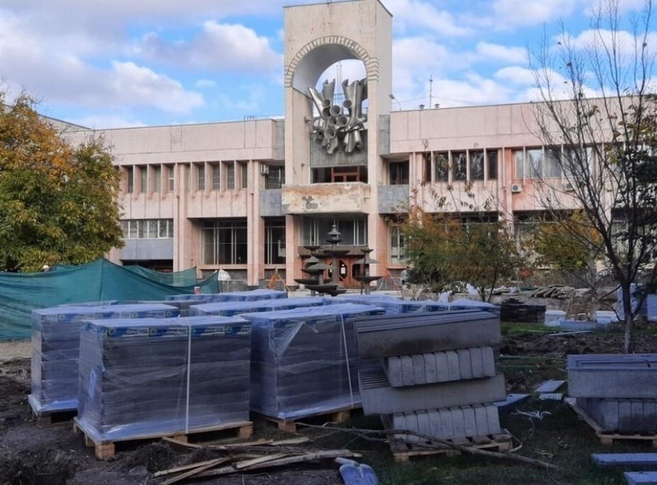 Работы по реконструкции сквера около ДКП начались в конце лета прошлого года
