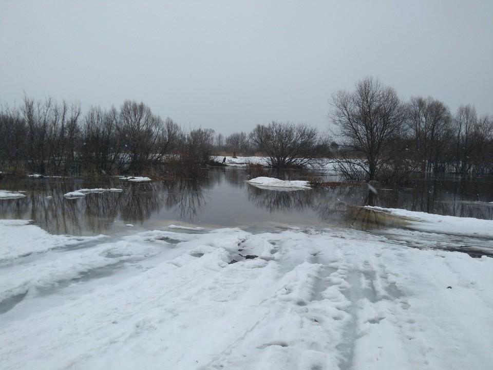 Затопление низководного автомобильного моста в Починковском муниципальном округе