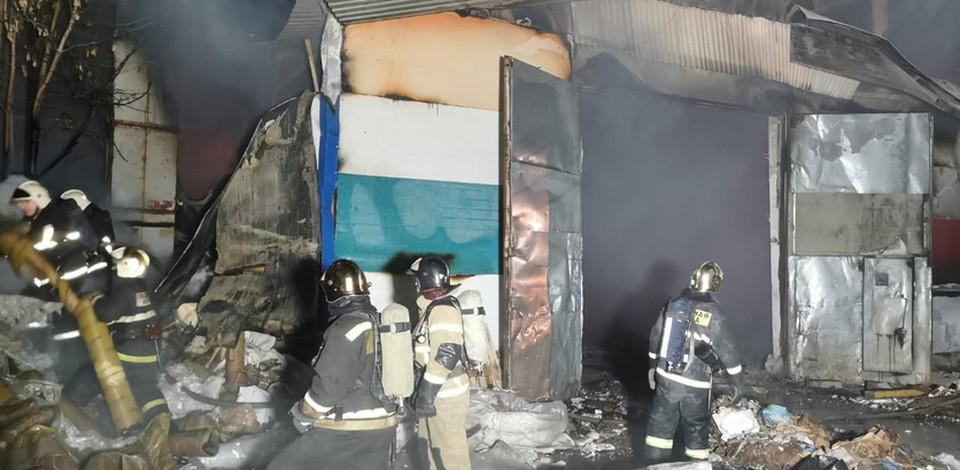 Пожар в ангарах с макулатурой потушили в Нижнем Новгороде. ФОТО: ГУ МЧС России по Нижегородской области