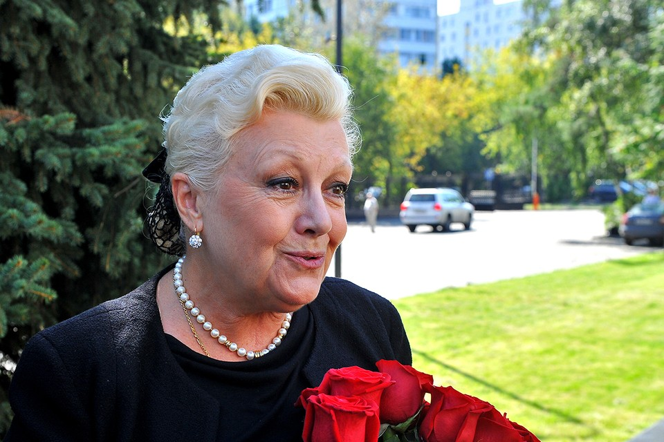 Наталья Дрожжина подала иск к Марии Баталовой.