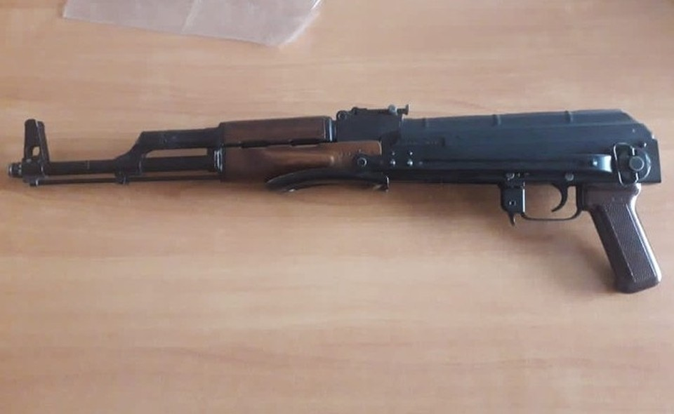 Омич спутал охотничий карабин с автоматом Калашникова.