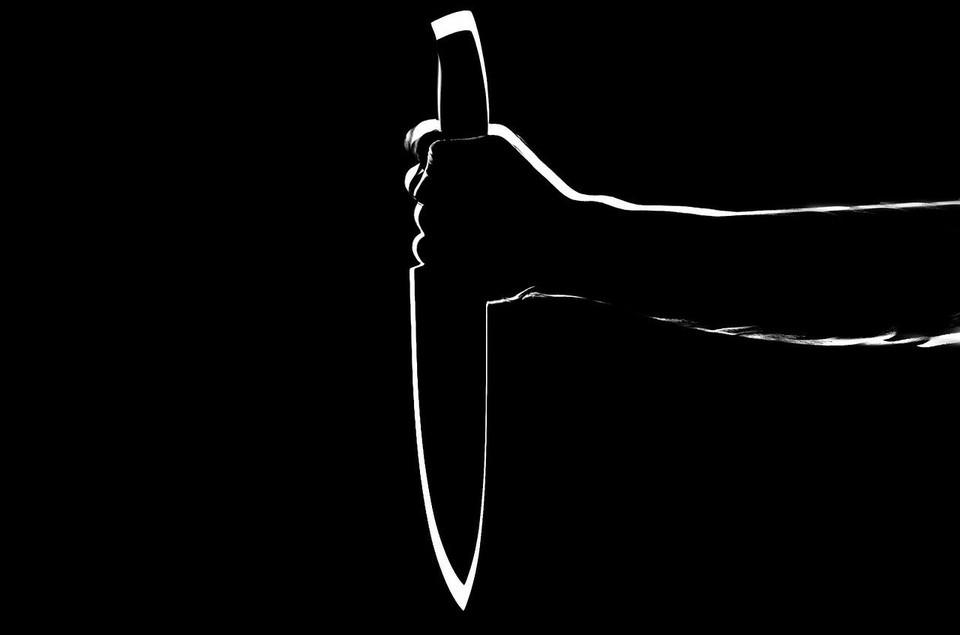 Житель Ижевска попытался ударить свою экс-супругу ножом в живот