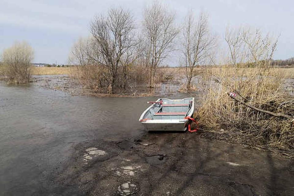 Лодочная переправа в деревне Староскаковское Дзержинского района