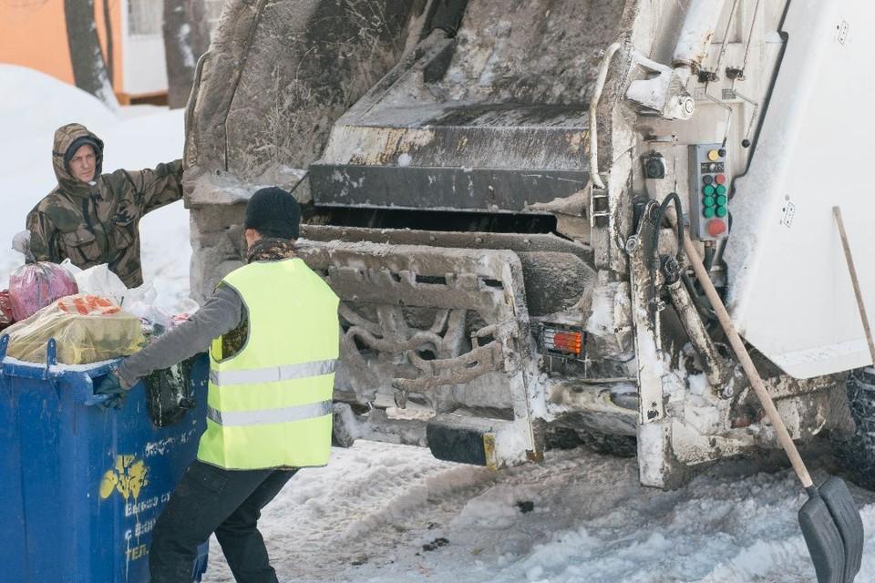 Периодичность оказания подрядной организацией жителям деревни Казаковцевы коммунальной услуги не соответствовала предъявляемым требованиям.