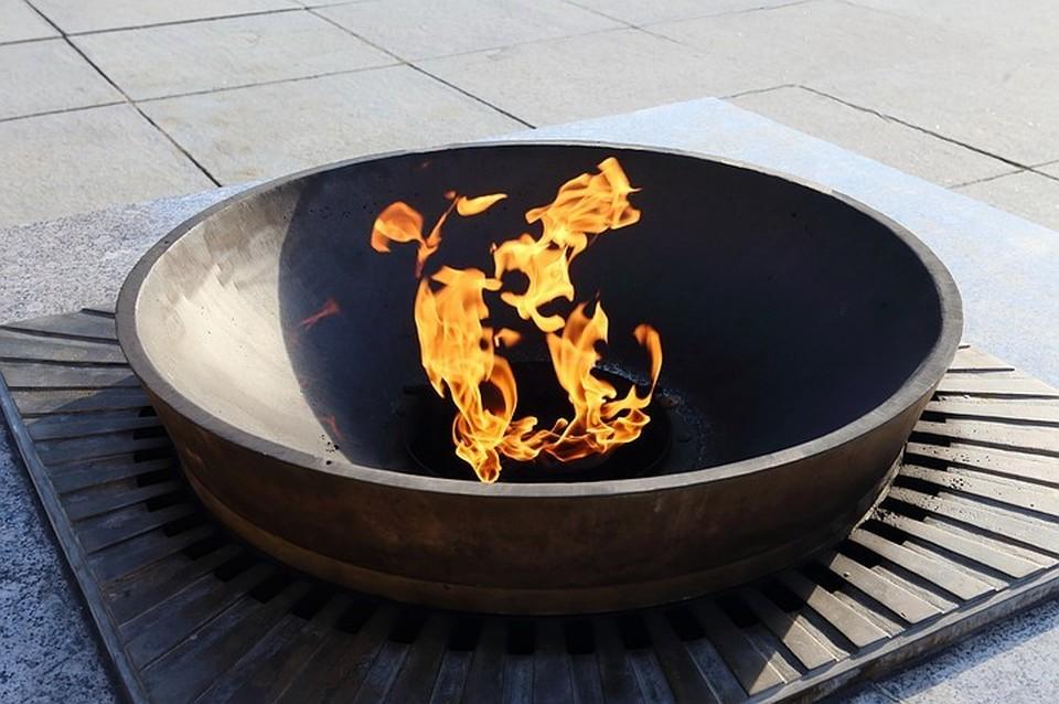 «Нужна горячая еда»: жительница Пушкино объяснила, почему готовила яичницу на Вечном огне