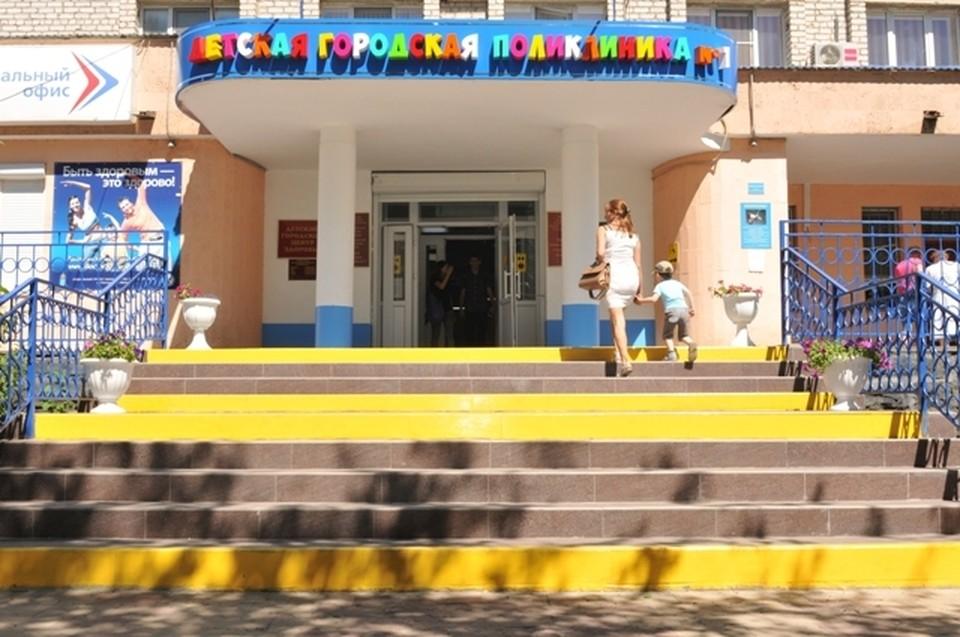 7 апреля в детской городской поликлинике №1 по улице Кирова, 47 открылся пункт вакцинации от COVID-19, где астраханцы могут сделать прививку в то время, когда их дети посещают врача