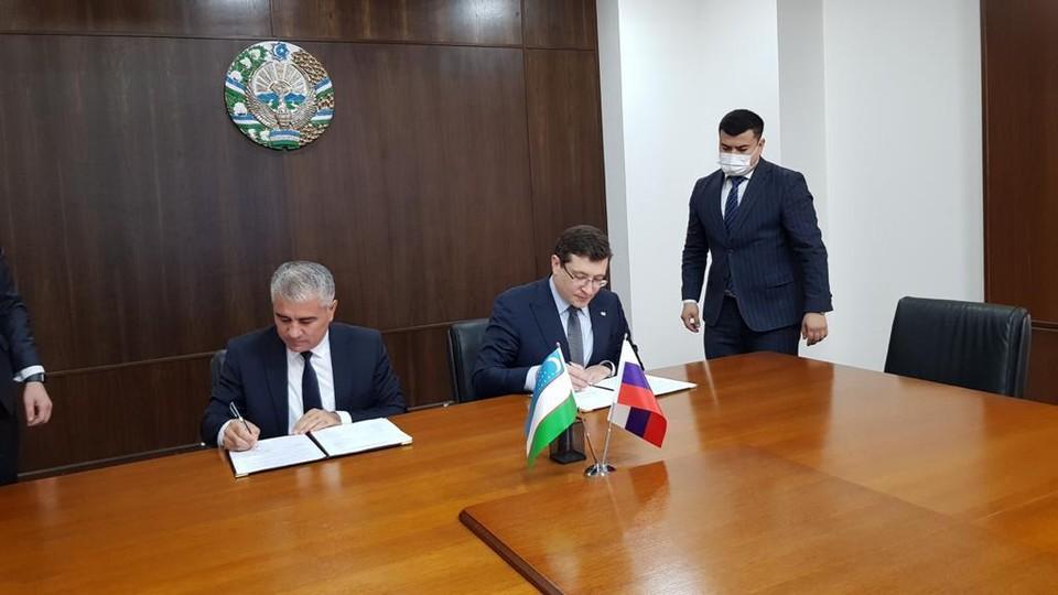 Глеб Никитин и хоким Бухарской области Узбекистана Ботир Зарипов подписали меморандум о намерениях сотрудничества.