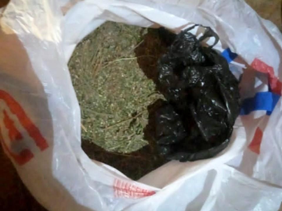 Астраханского сельчанина поймали на хранении и бесконтактном распространении наркотических веществ