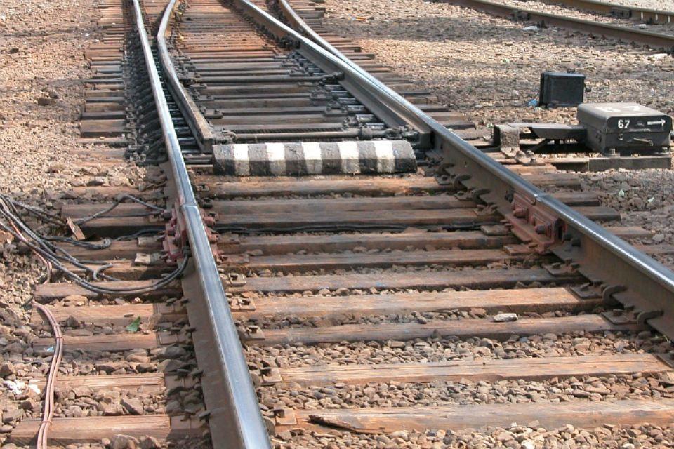 57-летняя женщина и 60-летний мужчина попали под колеса поездов в Иркутской области