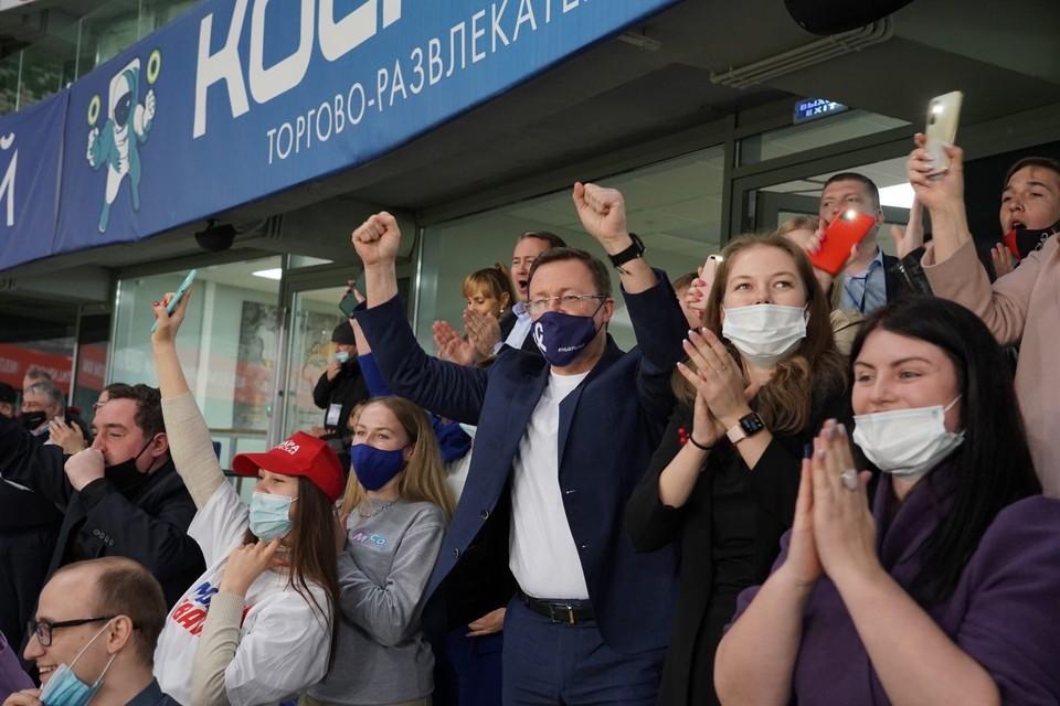 Дмитрий Азаров поддерживал команду вместе с волонтерами