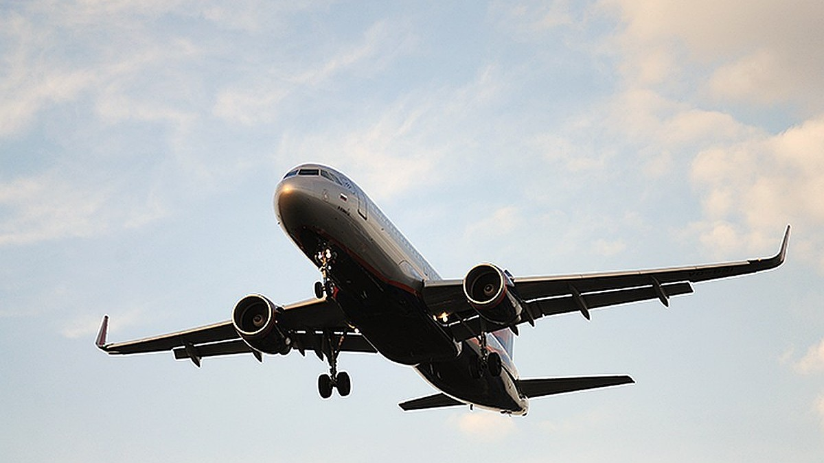 Власти России ограничили регулярное и чартерное авиасообщение с Турцией с 15 апреля до 1 июня.
