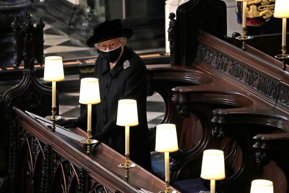 У королевы Елизаветы II, недавно проводившей в последний путь своего мужа, который умер в возрасте 99 лет, есть все шансы прожить дольше века