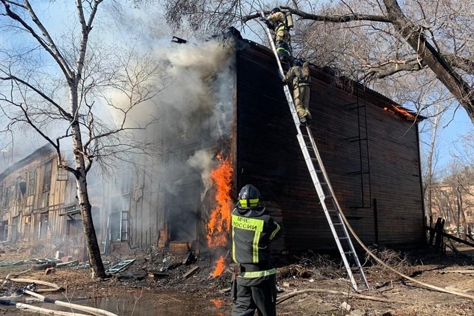 В центре Хабаровска горит нежилой барак
