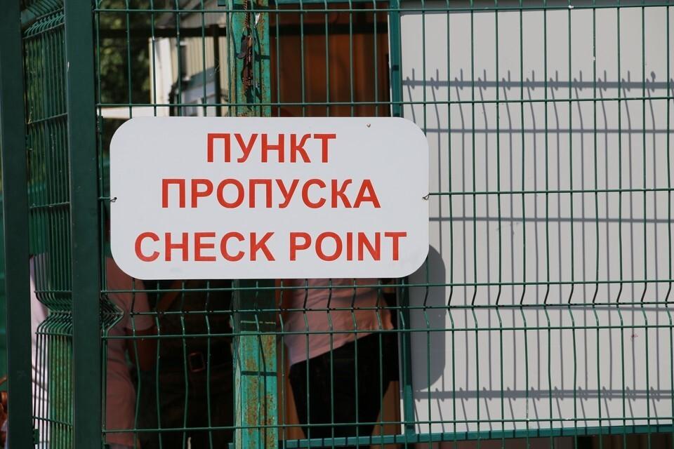 Новые правила обязывают сдавать тест на коронавирус и до въезда в Крым, и после