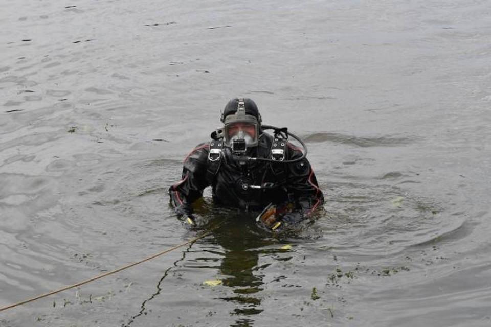 В поселке Рудничный водолазы подняли тело пропавшего 16 апреля рыбака.