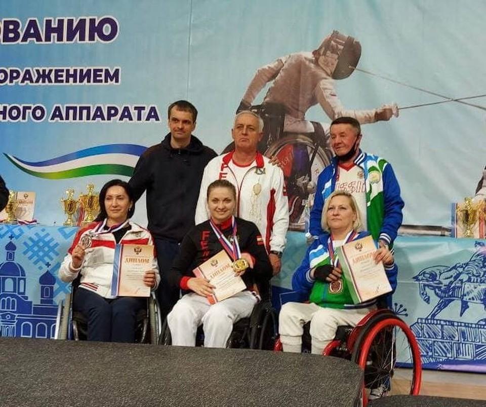 Тренирует наших спортсменов Юрий Толмачев