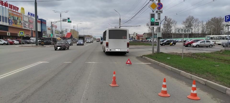 В Орле из-за столкновения «Рено» с автобусом пострадала женщина. Фото Госавтоинспекции по Орловской области