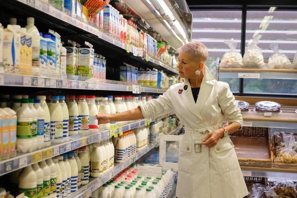 Больше половины молока в петербургских магазинах разбавлено водой.