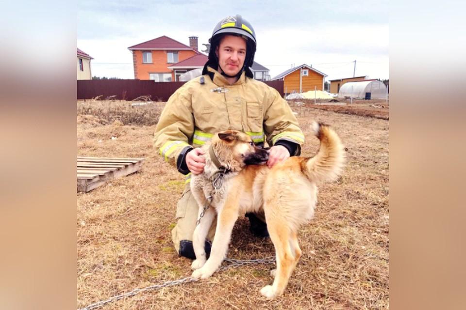 Иван Малышев, разбуженный лаем пса, увидел зарево за домами и бросился на помощь. Фото: 43.mchs.gov.ru