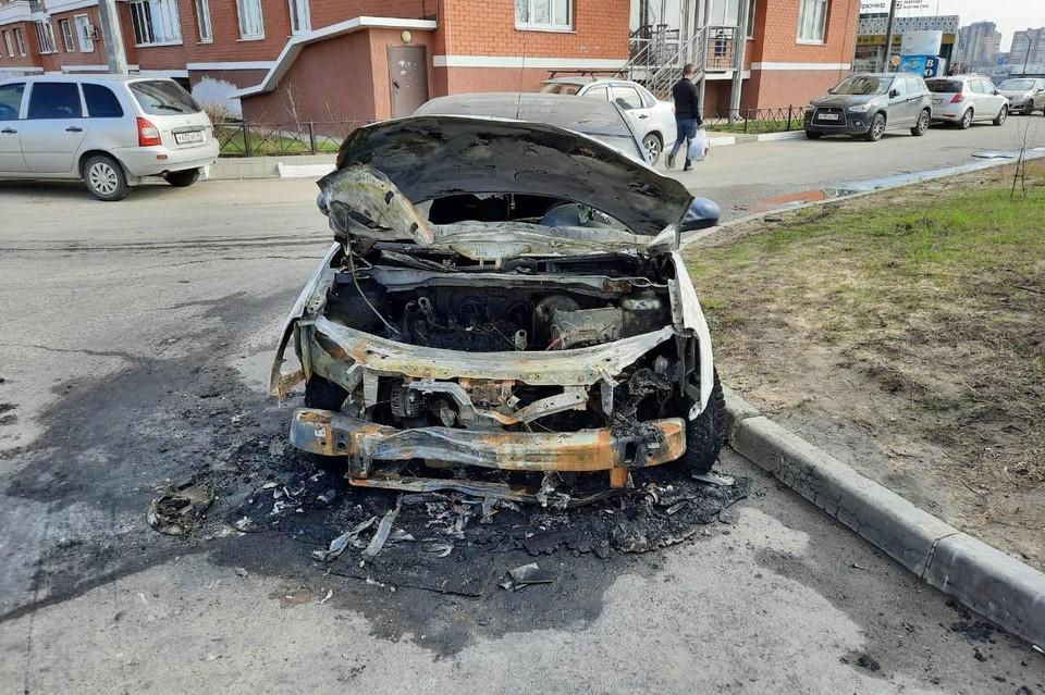 Ниссан сгорел на улице Хренникова