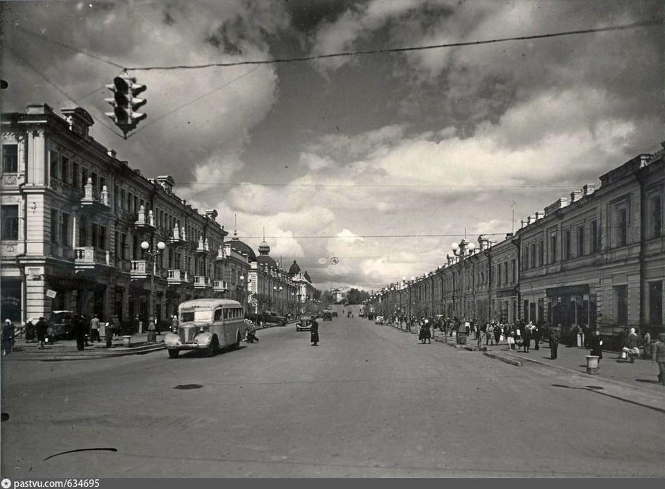 Так выглядел первый омский светофор. Фото датируется 1951 годом. Фото: А. И. Зубакин