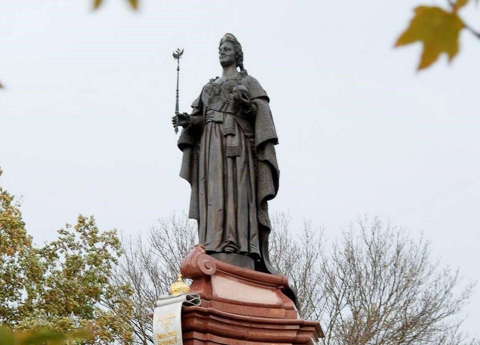 Памятник Екатерине Великой открыли в 2006 году