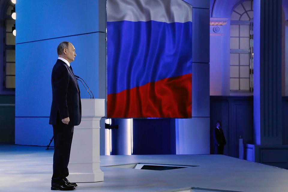 """В своем ежегодном послании В. В. Путин аллегорически отметил: """"Как вокруг Шерхана, крутятся всякие мелкие Табаки. Все как у Киплинга, подвывают для того, чтобы задобрить своего суверена""""."""