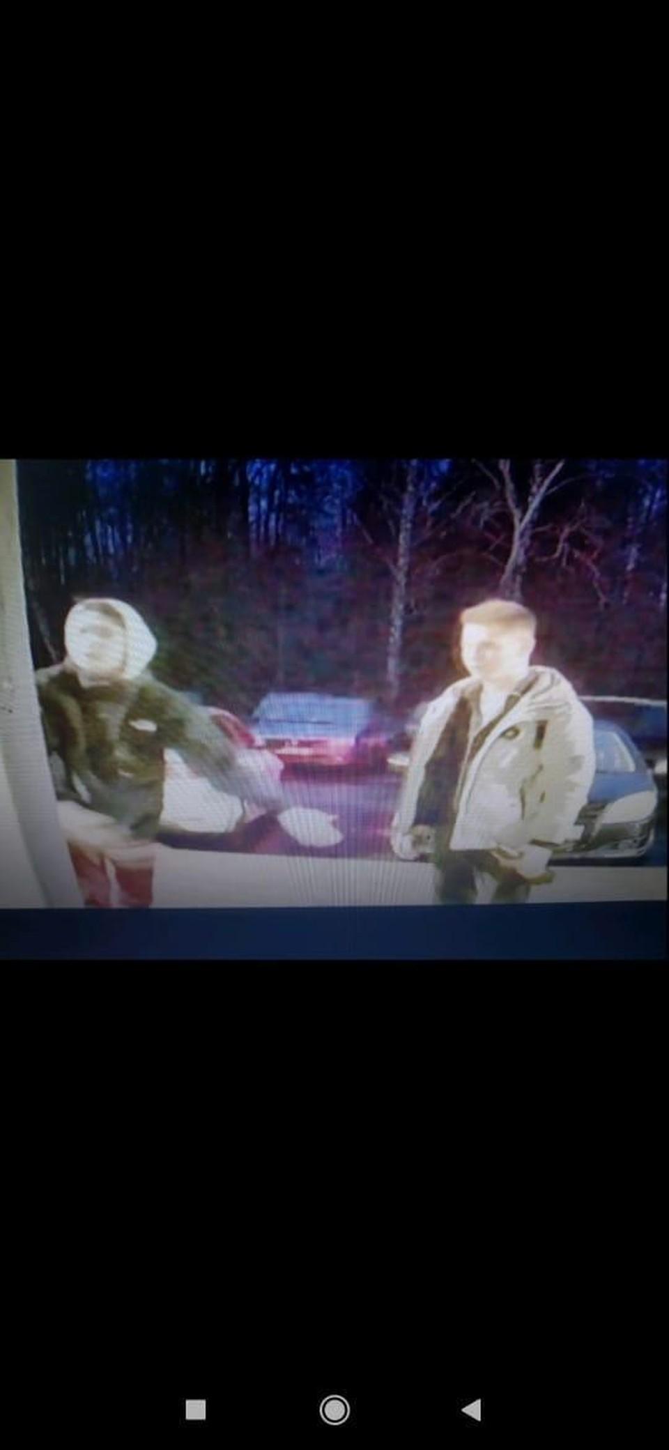 Автомобиль разбили на Воткинском шоссе. Фото: предоставлено очевидцем