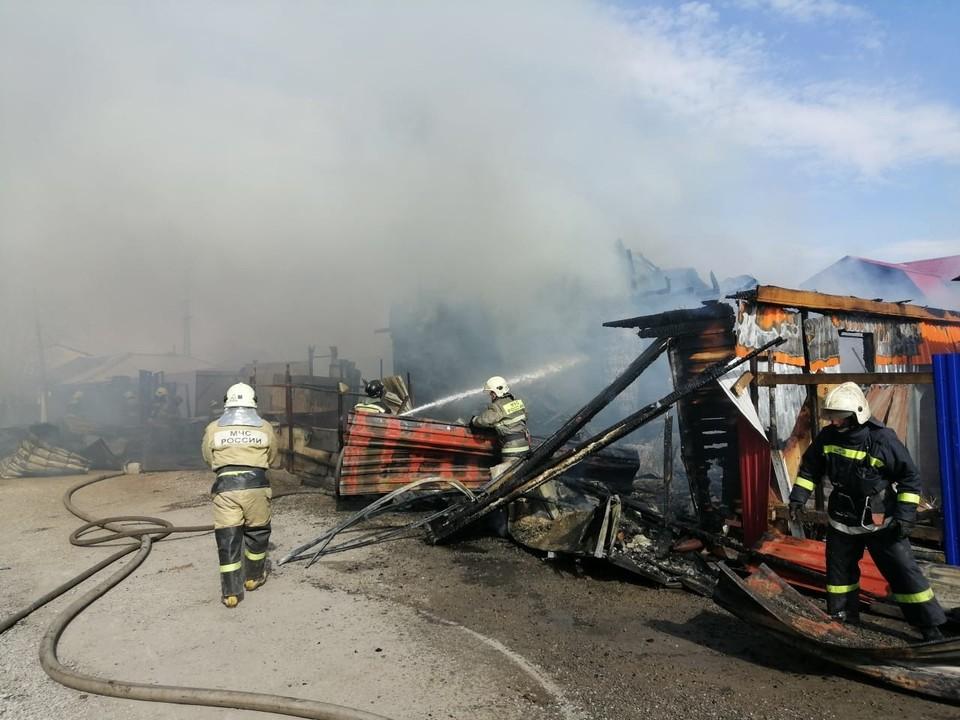Пожарные боролись с огнем несколько часов.