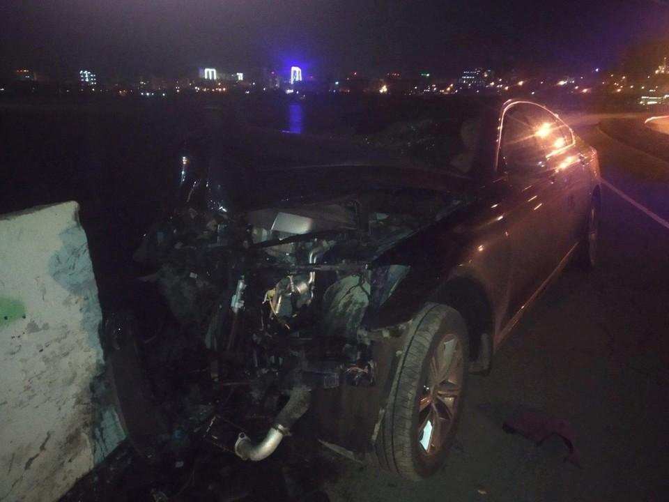 37-летний водитель врезался в бетонное ограждение на набережной Ижевска