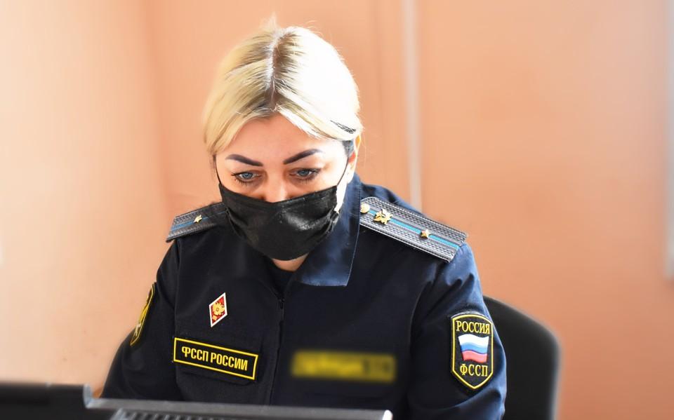 Индивидуальный предприниматель не хотел оплачивать штраф в установленный срок. Фото пресс-службы УФССП России по Белгородской области.