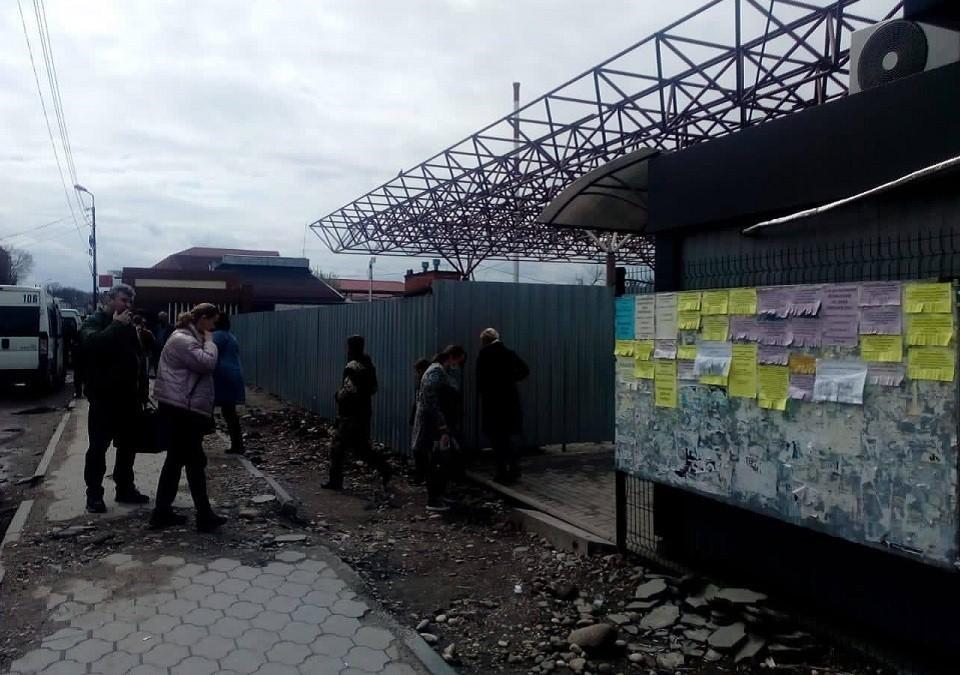 Вокзал в Апшеронске станет новым торговым центром, а люди ютятся в каморке
